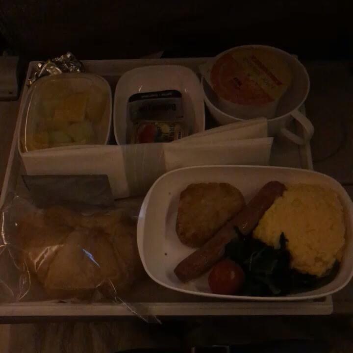 エミレーツ航空の2回目の機内食