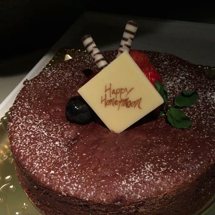 エミレーツ航空のハネムーン用ケーキ