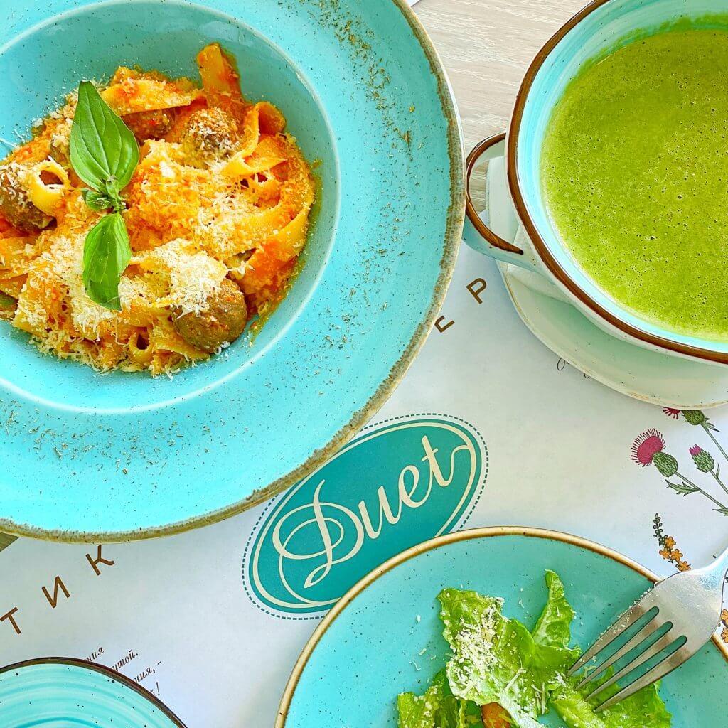 ウラジオストクのカフェduetのパスタとスープ