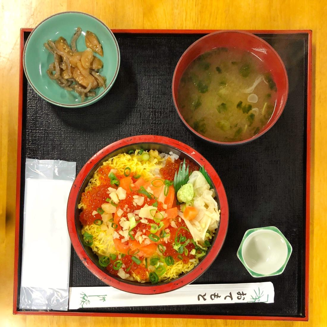 富山ランチの海鮮親子丼セット