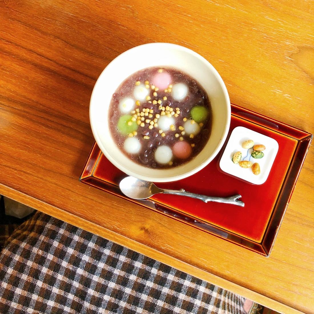 高山のカフェ青の雪玉ぜんざい