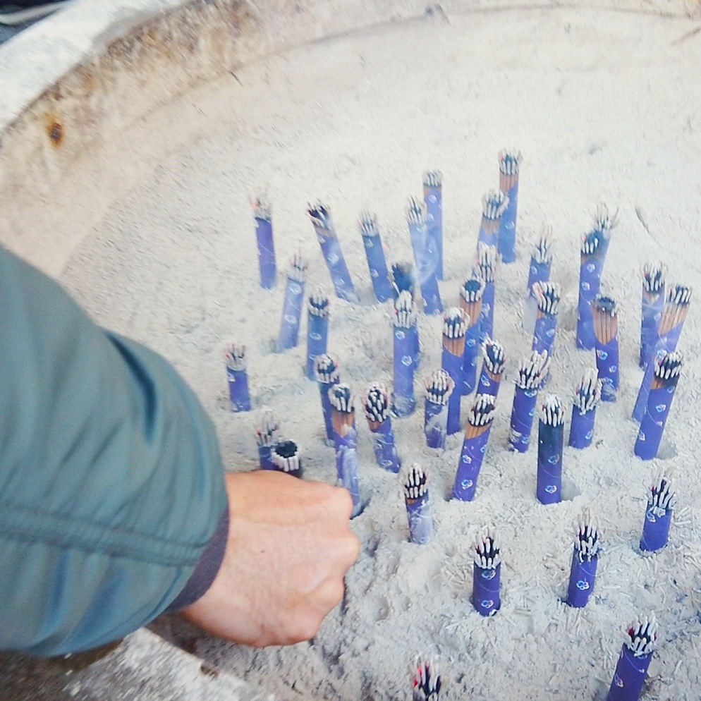 宇賀福神社のお線香のお供え