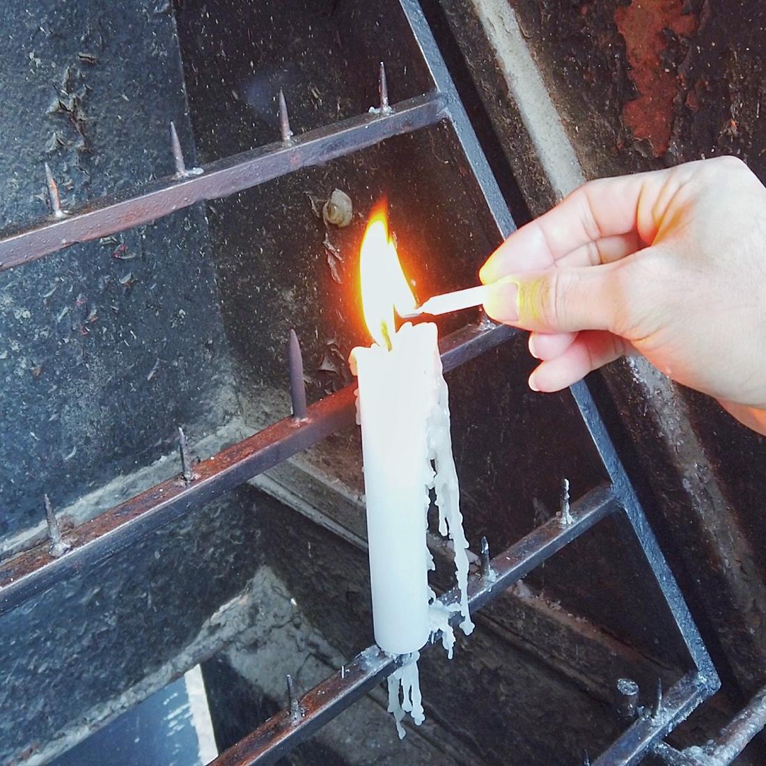 宇賀福神社のロウソクのお供え