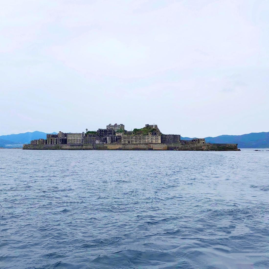 軍艦島が軍艦島ぽく見える角度