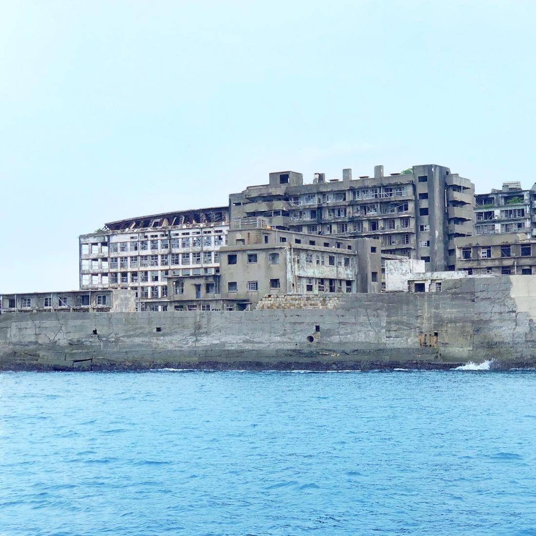 長崎の世界遺産軍艦島の外観