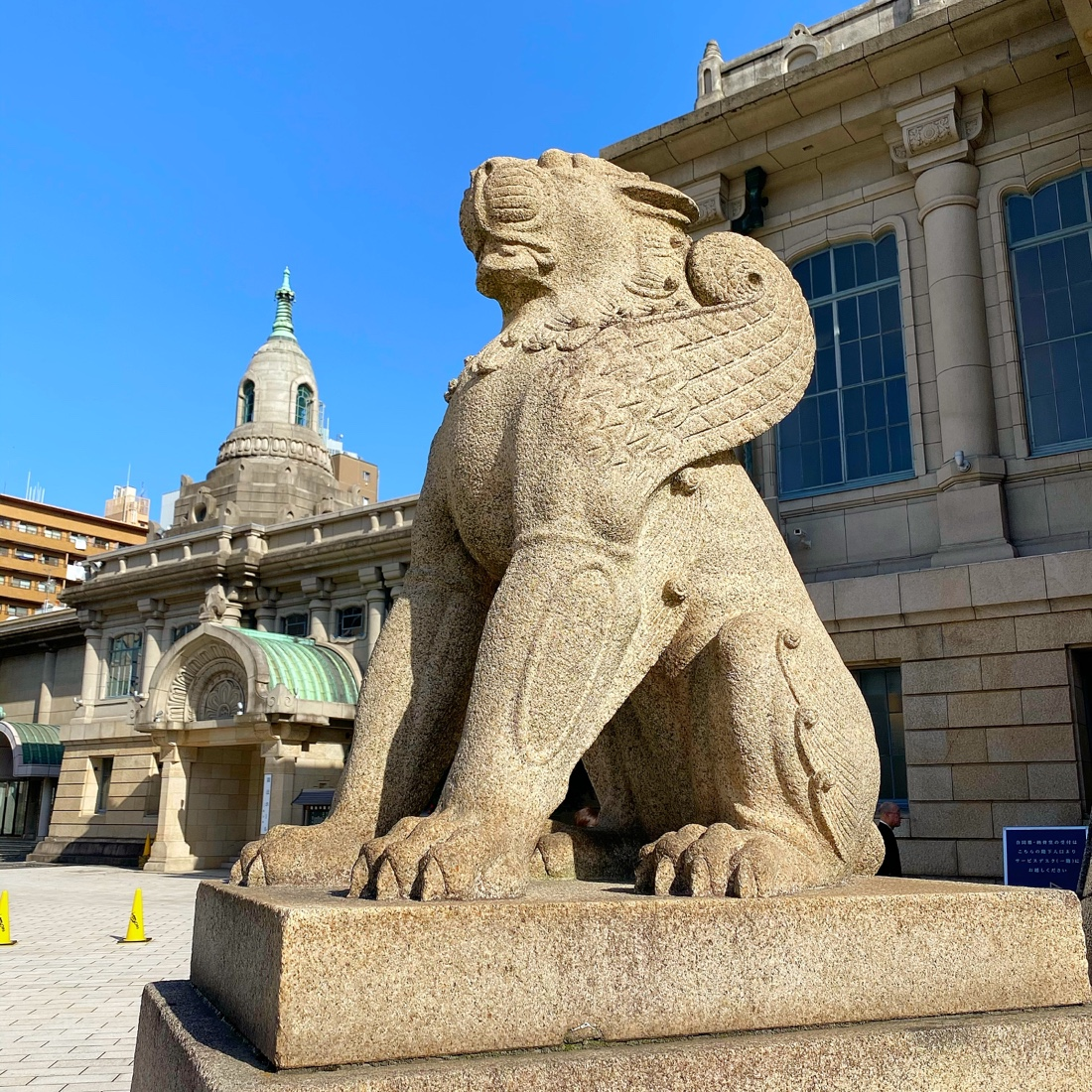 築地本願寺の羽の生えたライオン